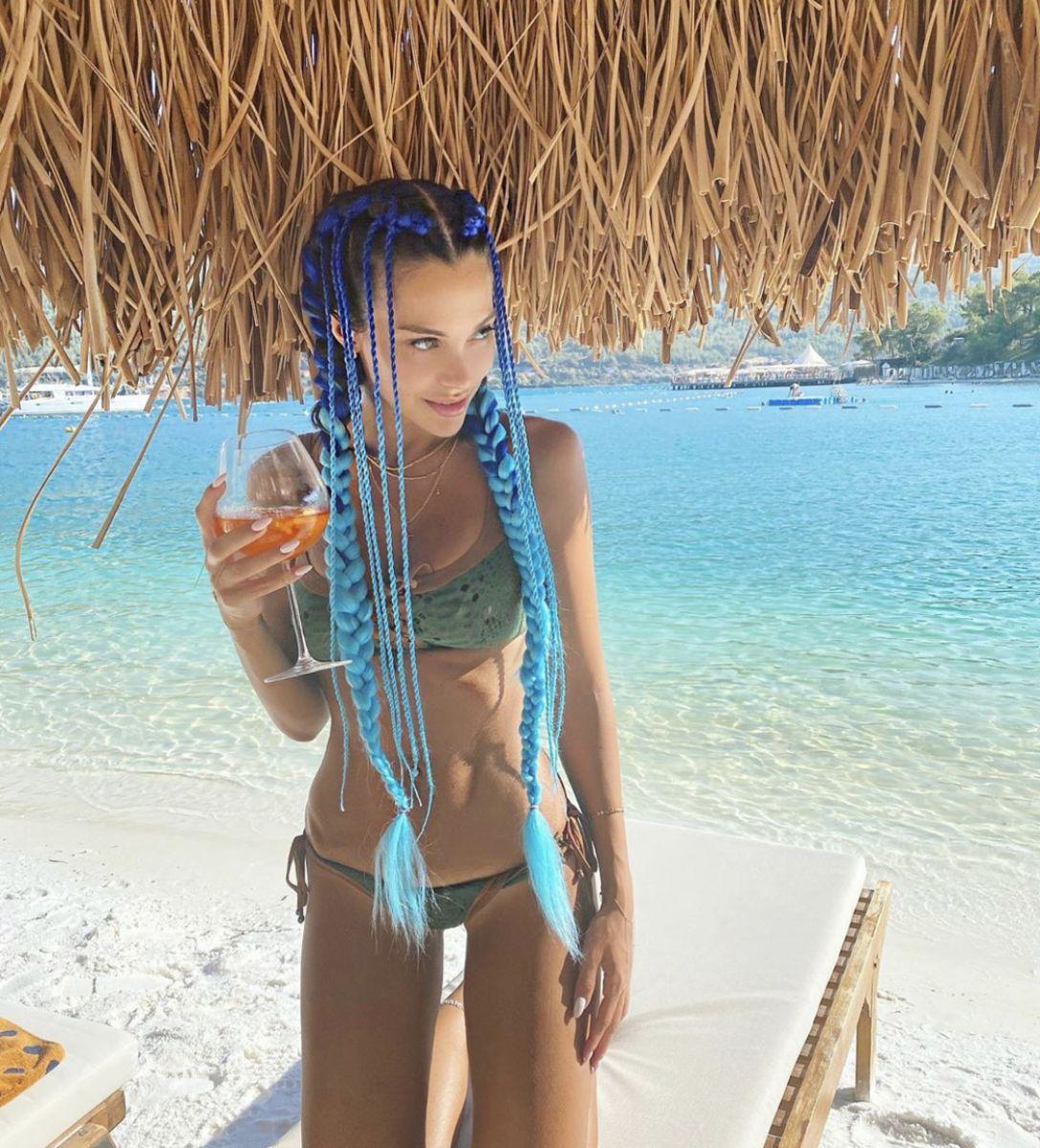 Tuvana Türkay'ın renkli saç örgüsü Türkiye'de yeni bir trend oluşturur mu?  | Nedenben